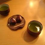 諏訪園 - サービスで栗のおはぎとお茶いただきました
