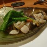 baron - 平らぎ貝の殻の器で平らぎ貝、サザエ、粒貝、生トリ貝