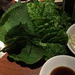 豚美 - サンチュとゴマの葉