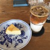 百塔珈琲 - 料理写真:チーズケーキとアイスラテ