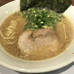 九州釜焚きとんこつ ばってんラーメン - 料理写真:【2017.5.11】ラーメン¥650