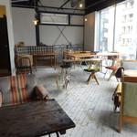 ツキ コーヒースタンド - 店内2F