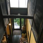 67341659 - 二階の階段上からは吹き抜け