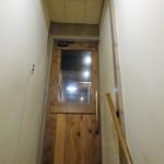 居酒屋 まる - 2階ドア