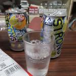 高橋酒店 - 缶チューハイ 165円