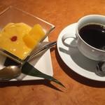 67349228 - ランチのデザート&コーヒー