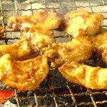 炭火焼肉大和 - 味噌ホルモンは 八丁味噌と東川の平田こうじ店様の味噌のブレンドです