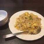 中国屋台金洋 - 屋台オリジナル炒飯・小皿(700円)