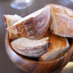 ラ ジルエット - お通し300円で出てくるパン