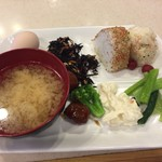 東横INN - おにぎりに味噌汁