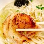 海鳴食堂 - 炙りチャーシュー様も中洲だと良いアテww
