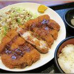 小春食堂 - 料理写真:豚かつ定食