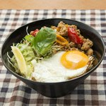 めし処 月の魚 - ガパオ丼