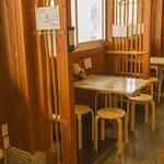 めし処 月の魚 - テーブル席もつなげることで、最大10名様でお使いになれます。