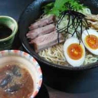 サンマ正油や濃厚魚介など、生粋ならではのつけ麺も自慢!
