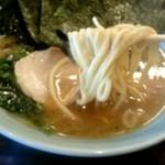 67368220 - 麺カタメ、味薄め、油少な目