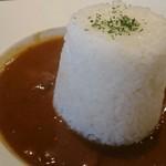Clover - 「牛すじカレー 550円」 トロトロの牛すじも入ってこの価格は食べる価値有り!!! 大満足のランチでした(^Q^)v