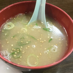 一楽ラーメン - 焼飯についてくるスープは豚骨スープ!これが嬉しいですね(^_^)