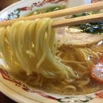 高尾食堂 - 麺は細麺ストレート