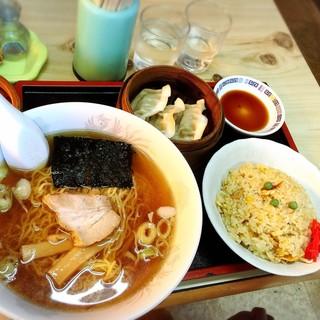 かっぱ飯店 - 料理写真:よくばりセットチャーハン700円。
