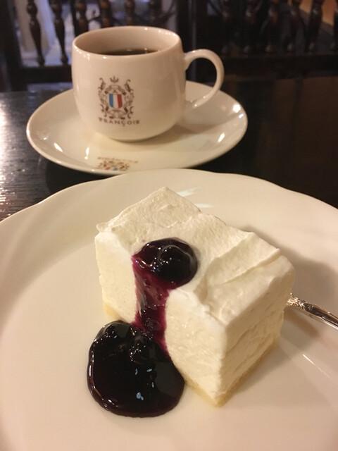 フランソア喫茶室 - 珈琲¥600、レアチーズケーキ¥550 セットで¥50引き (2017/52017/5現在)