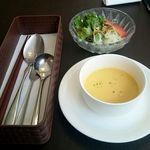 67381192 - セットのポタージュスープ、サラダ