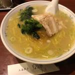 上海餃子 りょう華 - 上湯麺(塩) 850円。
