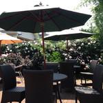 シーズンズ カフェ - テラス席のバラ2