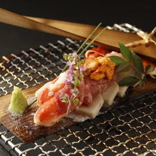 甲殻類(海老、蟹)貝類など殻付きの魚介を、様々な料理の手管で