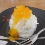 東向島珈琲店 pua mana - レアチーズケーキ(マンゴーソースがけ)