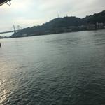 魚信旅館 - 朝の向島。