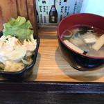 食事処 渡邉 - サラダと味噌汁