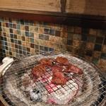 ホルモン肉問屋 小川商店 - 炭火焼きがいちばんよね