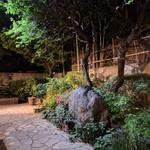 創作和食 田 - お庭