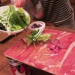 ワインの酒場。ディプント - 「元祖!イタリア産&スペイン産 生ハムとサラミのてんこ盛り(ハーフ)」