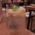 ワインの酒場。ディプント - 「桃香る白サングリア」
