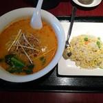 中華居酒屋 三三丸市場 - 店長おすすめ!白担々麺(半チャーハン付)