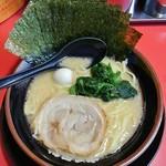Yokohamaiekeiramentokorozawayamatoya - ラーメン680円麺硬め。海苔増し50円。