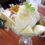 楽園の果実 - パイナップルパフェ