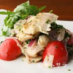 ペルバッコ イタリアーノ - 人気の逸品『上ミノのタリアータ フレッシュトマトとルコラのサラダ仕立て』