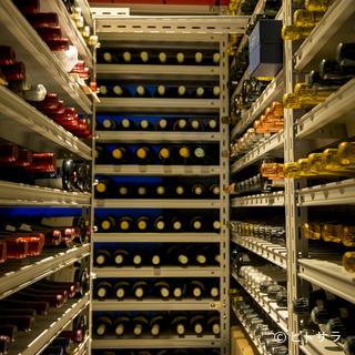 約3000本のワインをストック。ペアリングの提案もしてくれる