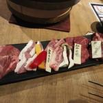 丸金ホルモン - お肉5種盛り