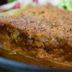 A muse - 厚切り豚ロースの生姜焼き定食@税込890円:寄ってみると、これが生姜焼きとは思えない(笑)