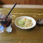 SPICE RIG 香楽 - 料理写真:アイスコーヒーとサラダとラー油