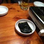 うま豚 - お通しの韓国海苔