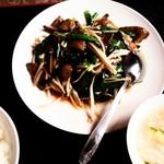 中国料理 華龍 - 40.韭菜炒肝(レバニラ炒め)780円+税/白飯 100円+税 スープはサービス 2017/05
