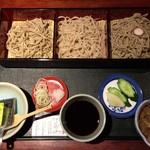 飯豊権現蕎麦 桐屋 - そば三昧 左から会津頑固蕎麦、飯豊権現蕎麦、会津のかおり