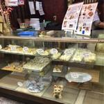 三龍亭 - 店頭ではシューマイ、餃子を販売
