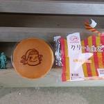 不二家 - 賽銭箱の上のクリーム生どら108円