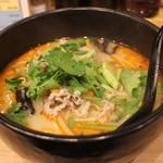 麻辣湯専門店 美香 - トッピング3種の麻辣湯(650円、斜め上から)